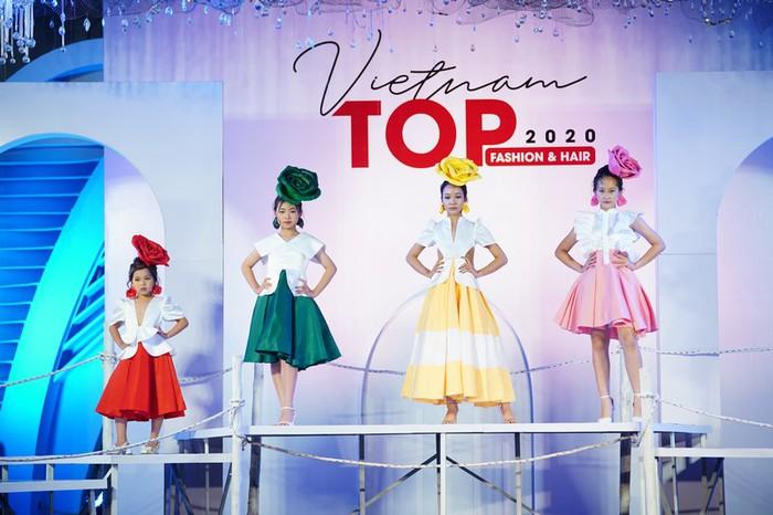"""NSND Lan Hương ngồi """"ghế nóng"""" Vietnam Top Fashion & Hair 2020 - Ảnh 5."""