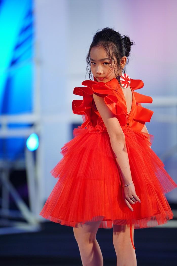 """NSND Lan Hương ngồi """"ghế nóng"""" Vietnam Top Fashion & Hair 2020 - Ảnh 4."""