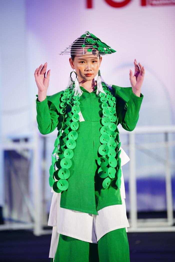 """NSND Lan Hương ngồi """"ghế nóng"""" Vietnam Top Fashion & Hair 2020 - Ảnh 7."""