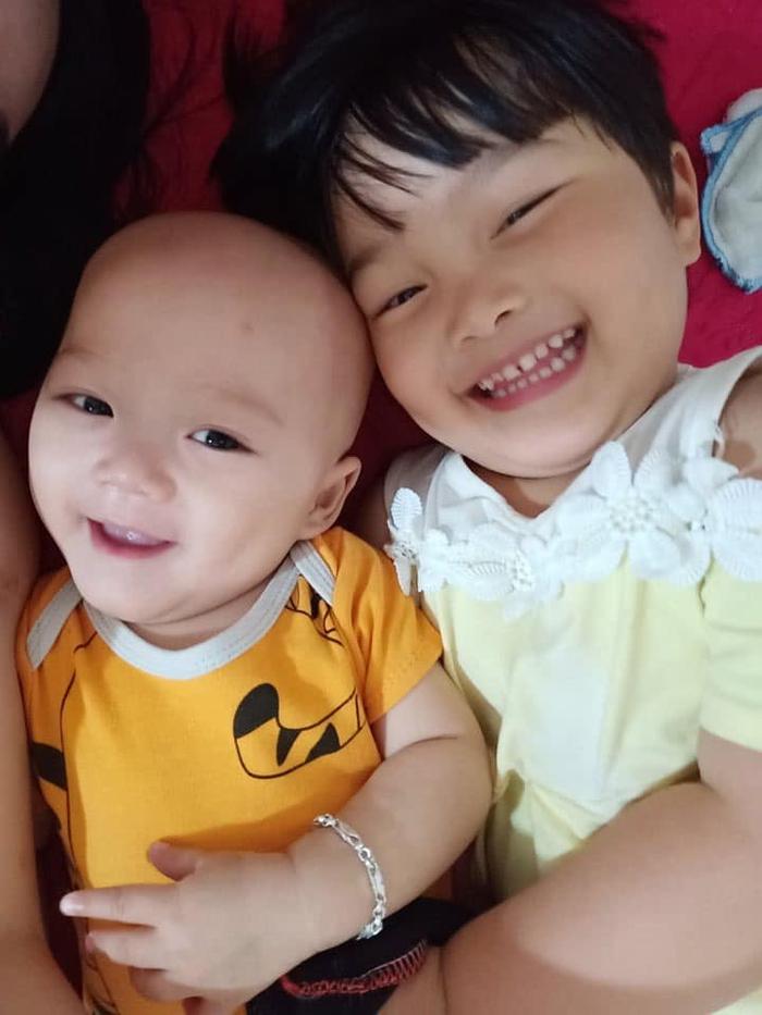 Người mẹ trẻ vừa khóc, vừa động viên con 14 tháng tuổi bị ung thư máu và ung thư tủy chiến đấu kiên cường - Ảnh 4.
