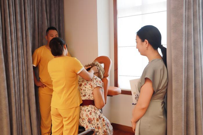 Phụ nữ ASEAN tìm hiểu về các sản phẩm chăm sóc sức khỏe từ thảo dược của Việt Nam - Ảnh 7.