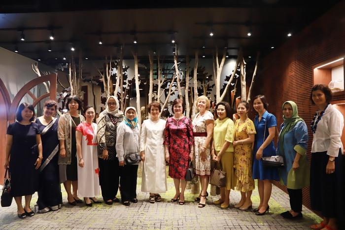 Phụ nữ ASEAN tìm hiểu về các sản phẩm chăm sóc sức khỏe từ thảo dược của Việt Nam - Ảnh 3.