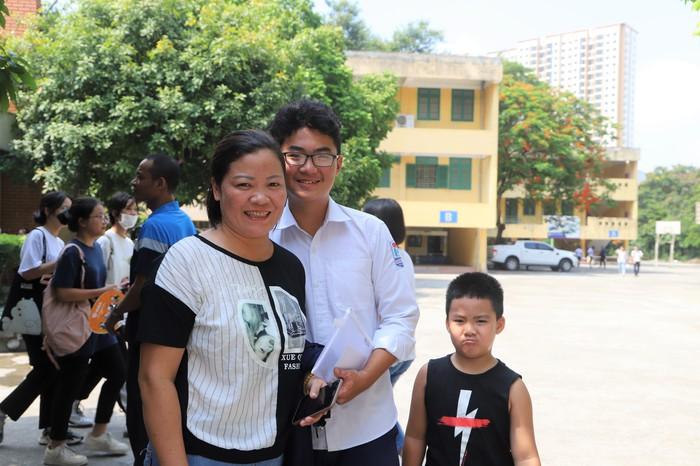 Gần 89.000 học sinh Hà Nội làm thủ tục dự thi vào lớp 10 THPT - Ảnh 8.