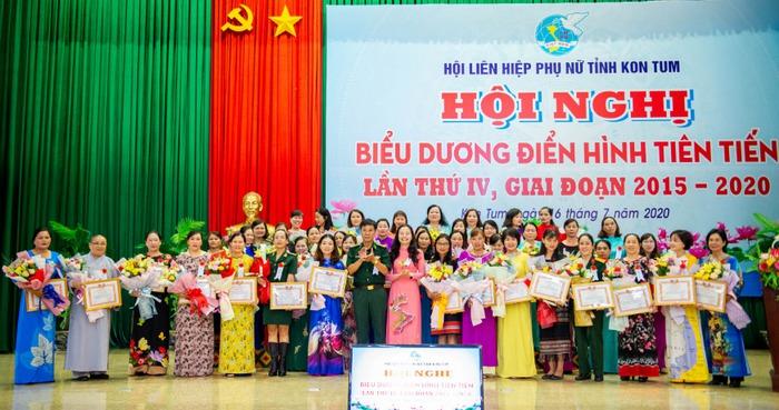 Hội LHPN Kon Tum: Vinh danh 15 tập thể và 39 cá nhân xuất sắc trong phong trào thi đua yêu nước  - Ảnh 1.
