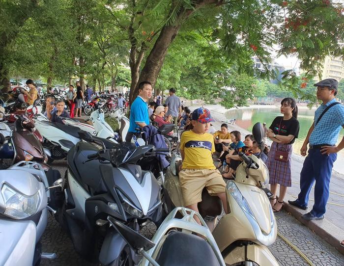 """Gần 89.000 học sinh Hà Nội """"đội nắng"""" đi làm thủ tục dự thi vào lớp 10  - Ảnh 7."""
