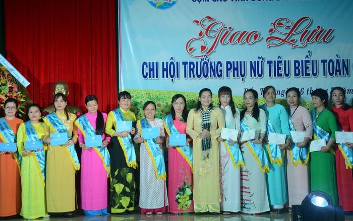Tôn vinh 65 chi hội trưởng phụ nữ tiêu biểu trong vườn hoa của Hội - Ảnh 4.