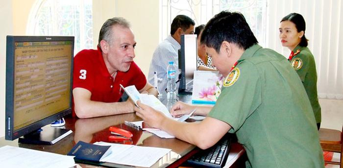 Quy định xuất, nhập cảnh của người nước ngoài vào Việt Nam - Ảnh 1.