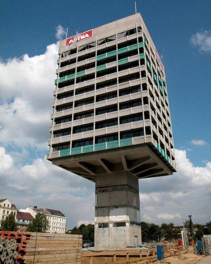Những tòa nhà kỳ dị nhất thế giới, trong đó có ngôi nhà ở Việt Nam - Ảnh 3.