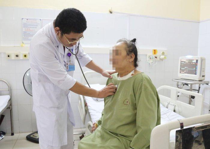 Chạy tim phổi nhân tạo cứu bệnh nhân nặng gần 100kg bị nhồi máu cơ tim - Ảnh 1.