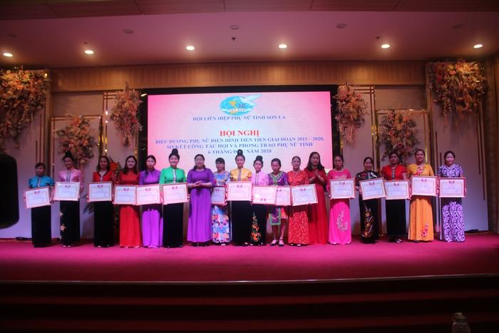Hội Phụ nữ Sơn La biểu 90 tập thể, cá nhân xuất sắc giai đoạn 2015-2020 - Ảnh 1.