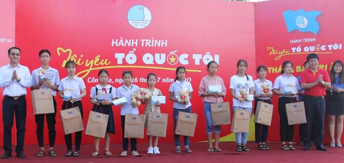 """Hội LHTN Việt Nam tổ chức chương trình """"Tháng bảy tri ân"""" ở Côn Đảo - Ảnh 3."""