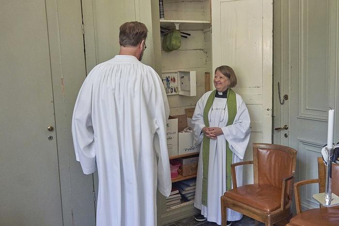 Số nữ linh mục chiếm áp đảo trong nhà thờ Thụy Điển - Ảnh 1.