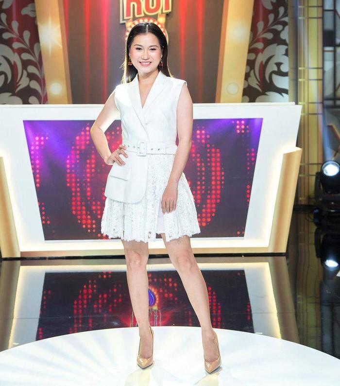 Được Mai Ngọc lăng xê, nay thêm Lâm Vỹ Dạ trưng dụng, kiểu váy nịnh dáng nên mua đây rồi - Ảnh 9.