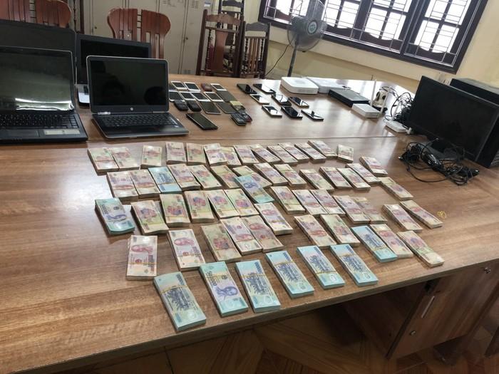 Hé lộ vai trò của đôi vợ chồng trong đường dây đánh bạc 20.000 tỷ ở Hưng Yên - Ảnh 1.