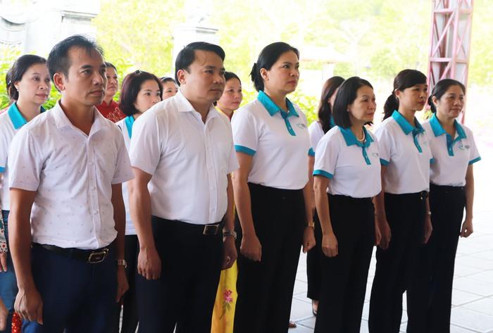 Trung ương Hội LHPN Việt Nam tặng 100 triệu đồng cho quỹ khuyến học huyện Đô Lương - Ảnh 1.
