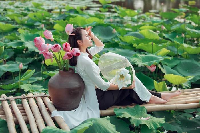 Combo chụp ảnh cùng hoa hấp dẫn chị em  - Ảnh 1.