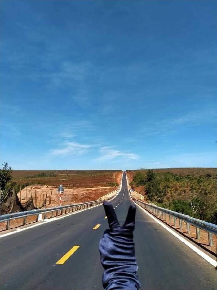 Hoảng hồn với những con đường dựng thẳng đứng ở Tây Nguyên - Ảnh 1.