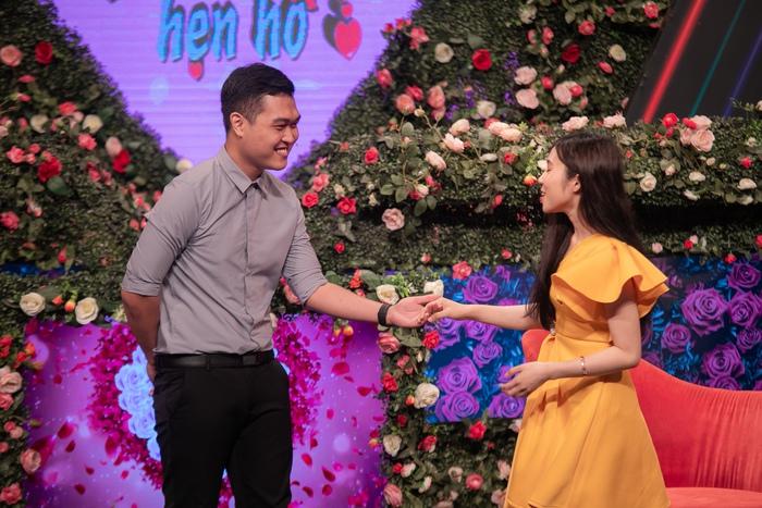 Hồng Vân - Quyền Linh phấn khích khi xuất hiện cặp đôi trai tài gái sắc - Ảnh 2.