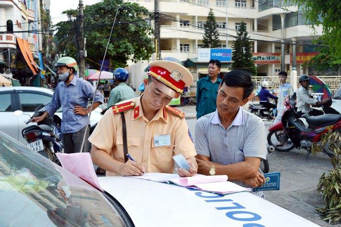 Thủ tướng yêu cầu quy trình xử phạt vi phạm giao thông hoàn toàn trực tuyến - Ảnh 1.