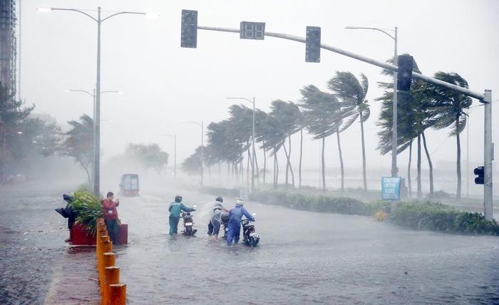 Tập trung ứng phó áp thấp nhiệt đới và mưa lũ - Ảnh 1.