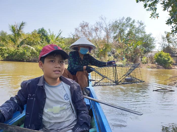 Giới trẻ nhiệt tình tham gia nuôi rừng ngập mặn Cà Mau - Ảnh 1.