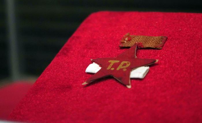 """Những hiện vật chứng tỏ """"lòng vàng gan sắt"""" của phụ nữ Việt Nam trong Tổng khởi nghĩa giành chính quyền - Ảnh 9."""