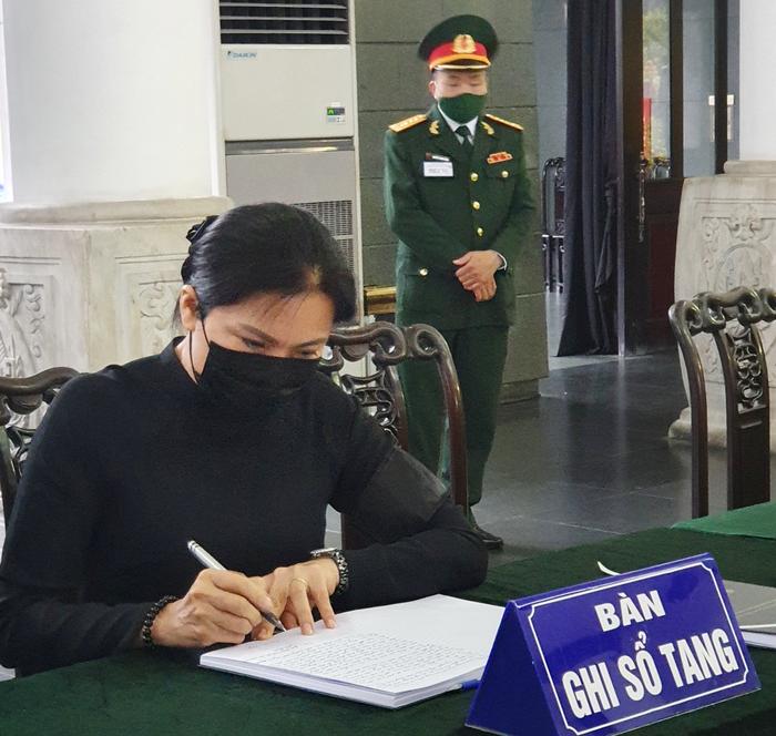 Đoàn Ban Chấp hành TƯ Hội LHPN Việt Nam viếng nguyên Tổng Bí thư Lê Khả Phiêu - Ảnh 2.