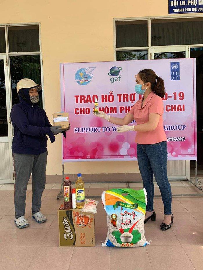 Hội Liên hiệp phụ nữ TP Hội An hỗ trợ nhóm phụ nữ ve chai - Ảnh 2.