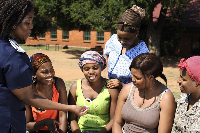 Vòng âm đạo giúp phụ nữ ngăn ngừa HIV - Ảnh 1.