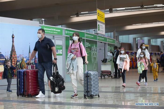 Nga mở lại một phần các chuyến bay quốc tế - Ảnh 1.