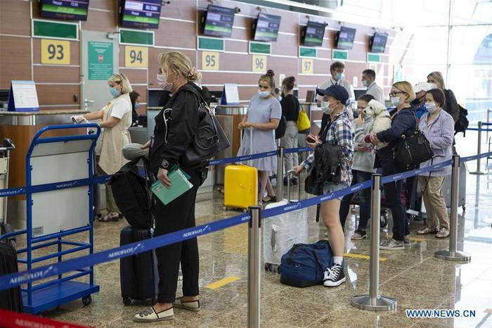 Nga mở lại một phần các chuyến bay quốc tế - Ảnh 3.