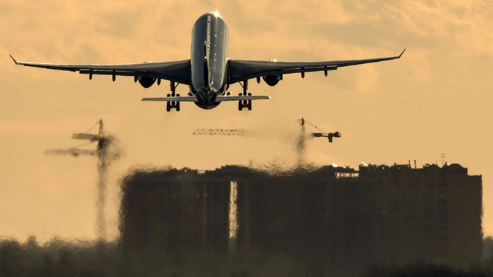 Nga mở lại một phần các chuyến bay quốc tế - Ảnh 6.