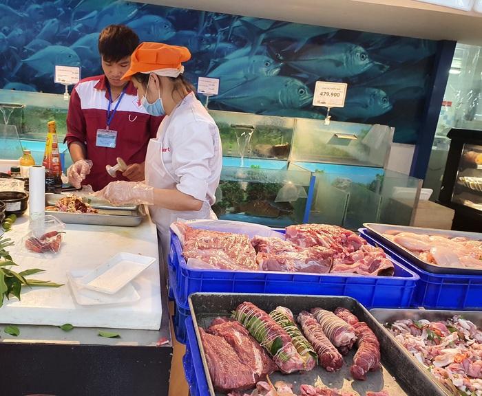 Thịt lợn giảm tới 10.000 đồng/kg, rau xanh tăng giá mạnh  - Ảnh 1.