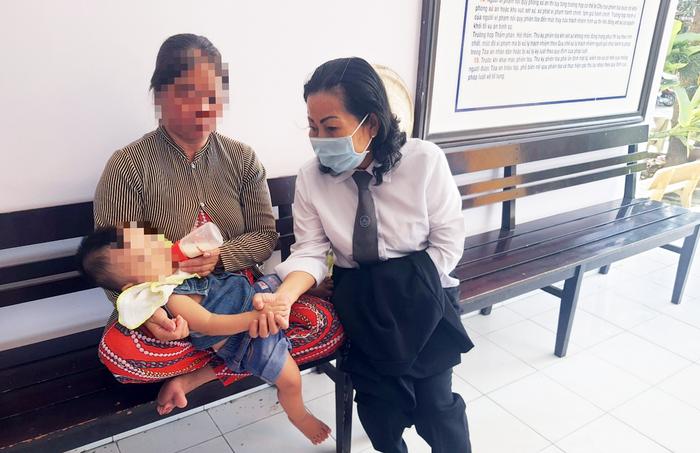 """Phạt tù người cha đánh gãy chân con trai 4 tháng tuổi vì """"khóc mãi không nín"""" - Ảnh 2."""