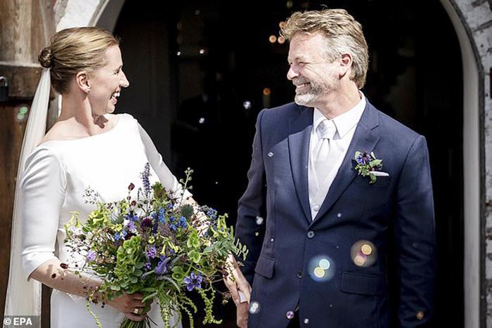 Thủ tướng Phần Lan Sanna Marin làm lễ cưới giữa bão dịch Covid-19 - Ảnh 2.