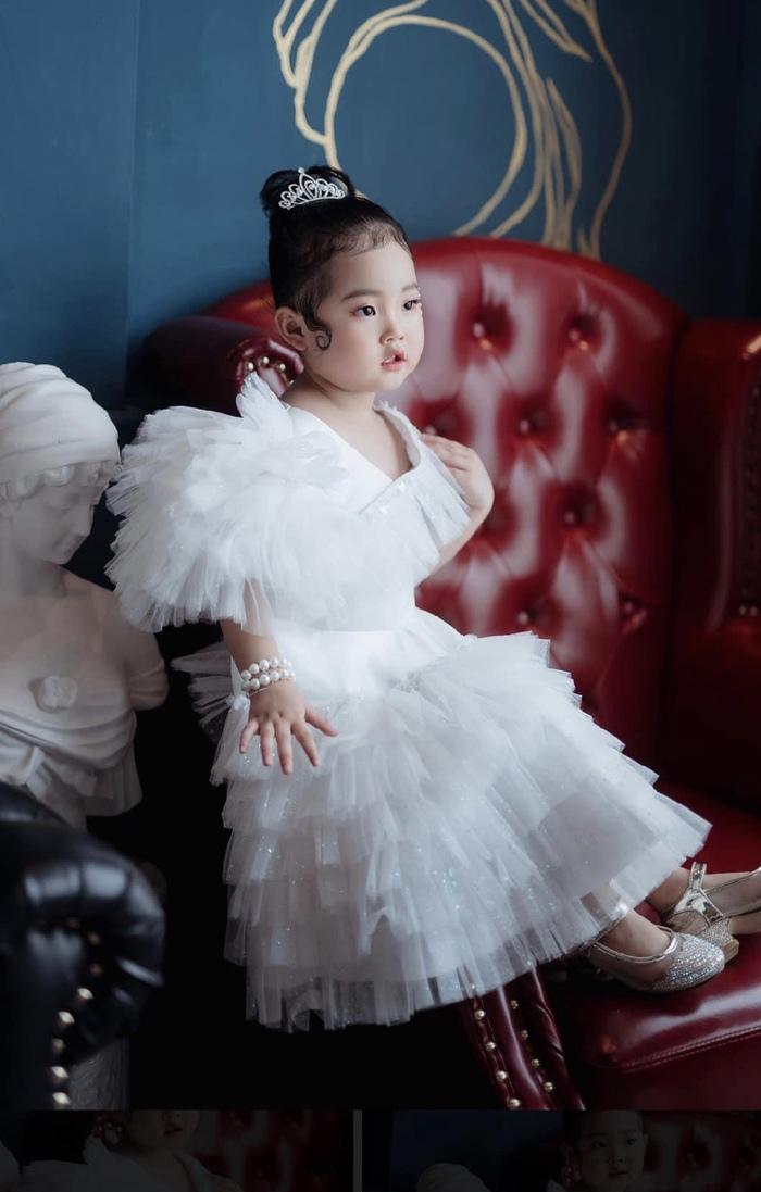 Kang Su A chiếm được cảm tình khán giả bởi sự dễ thương, đáng yêu
