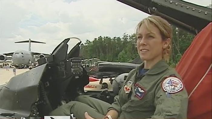 Nữ phi công cảm tử chống khủng bố ngày 11/9 - Ảnh 4.