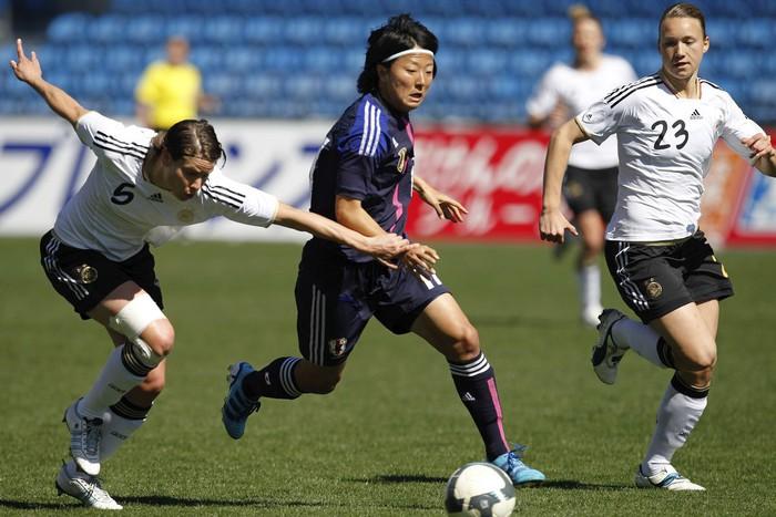 Nữ cầu thủ Nhật Bản tham gia đội bóng đá nam và thông điệp về giới trong thể thao - Ảnh 1.