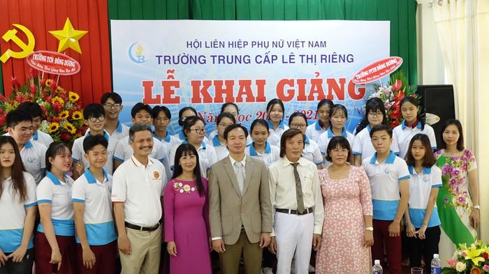 Tiến sĩ Nguyễn Hùng Cường, Hiệu trưởng Trường Trung cấp Lê Thị Riêng cho biết, năm học 2020 - 2021, trường sẽ tăng cường hợp tác quốc tế trong đào tạo và tư vấn việc làm