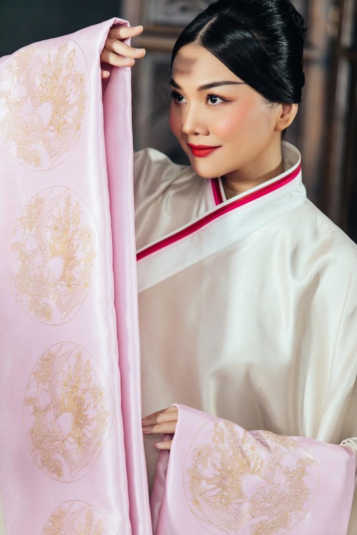 Thanh Hằng rạng ngời khí chất trong vai Dương Vân Nga - Ảnh 3.
