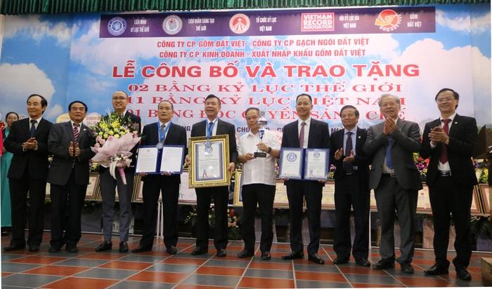 Lần đầu tiên một đơn vị gốm Việt lập cú đúp Kỷ lục Thế giới - Ảnh 1.