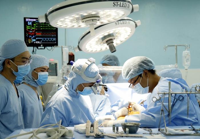 Bệnh viện quận thực hiện kỹ thuật đỉnh cao thường chỉ có ở trung tâm lớn về mổ tim - Ảnh 1.