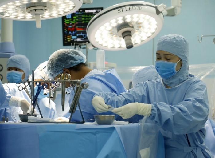 Bệnh viện quận thực hiện kỹ thuật đỉnh cao thường chỉ có ở trung tâm lớn về mổ tim - Ảnh 2.