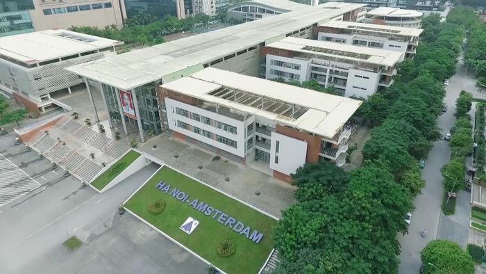 Thảm cây xanh mát ở trường PTTH Amsterdam (Hà Nội) có sự đóng góp của Quỹ 1 triệu cây xanh cho Việt Nam, đây cũng là một trong những địa điểm đầu tiên Quỹ tiến hành trồng cây