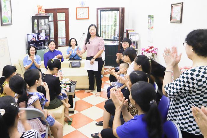 Hội LHPN Việt Nam tặng quà trung thu cho Ngôi nhà Bình yên  - Ảnh 2.