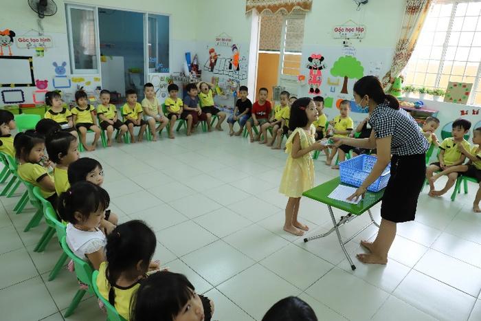 Quan tâm đến dinh dưỡng cho học sinh trong mùa dịch, nhiều trường triển khai chương trình sữa học đường - Ảnh 5.