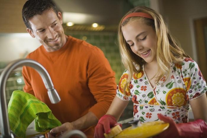 Để con tuổi teen hợp tác hơn khi làm việc nhà - Ảnh 3.