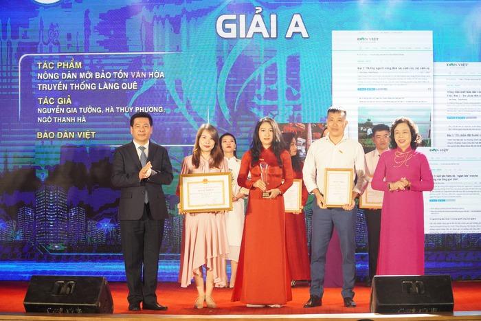 Vinh danh 66 tác phẩm báo chí xuất sắc về Xây dựng Đảng và phát triển văn hóa Hà Nội - Ảnh 3.