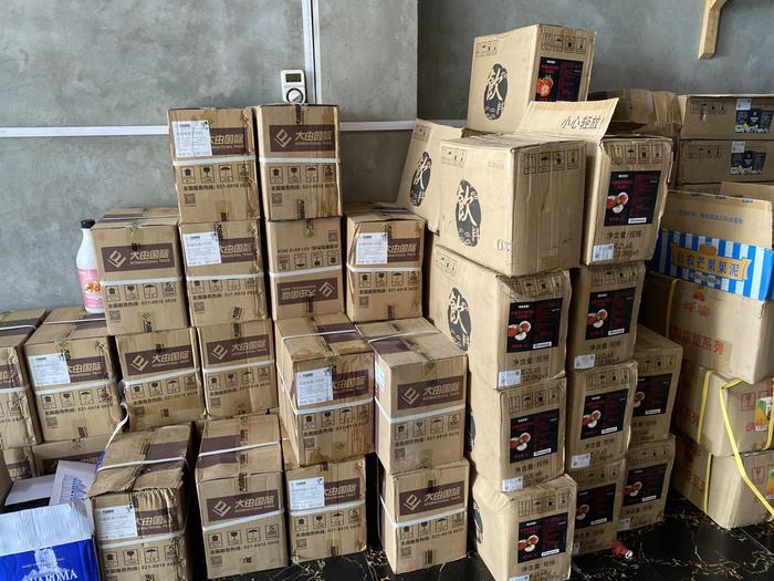Tịch thu 10 tấn nguyên liệu trà sữa nước ngoài không rõ nguồn gốc ở Hà Nội - Ảnh 2.