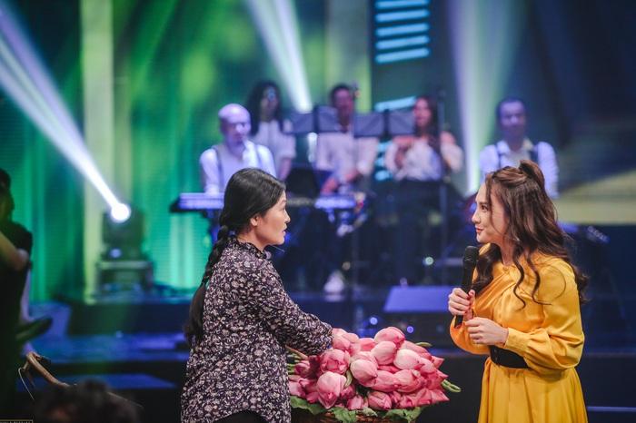 """Khuê """"Hoa hồng trên ngực trái"""" giành giải VTV Award 2020 - Ảnh 2."""